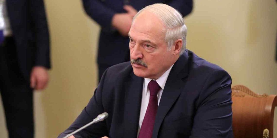 Лукашенко обвинил белорусских спортсменов в лишении страны ЧМ по хоккею