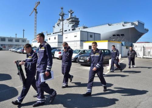 СМИ: Российским морякам запретили подниматься на борт «Мистраля» во Франции