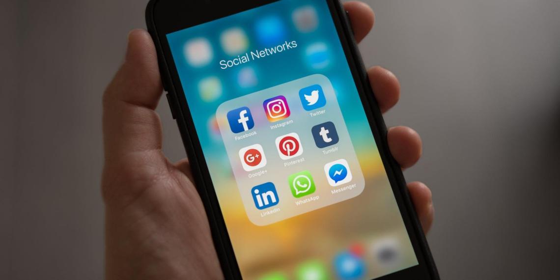 В зоне боевых действий: дезинформация в соцсетях приводит к реальным жертвам