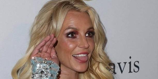 35-летняя Бритни Спирс удивила фанатов постаревшим лицом и голым платьем