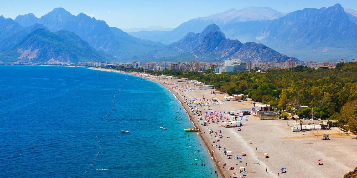 Официант 5-звездочного отеля в Турции изнасиловал российскую школьницу