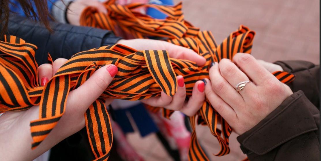 В России и за рубежом георгиевские ленточки раздадут 30 тысяч добровольцев