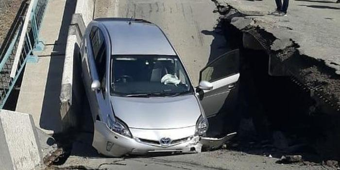 В Приморье автомобилист заснял крушение моста и сам провалился