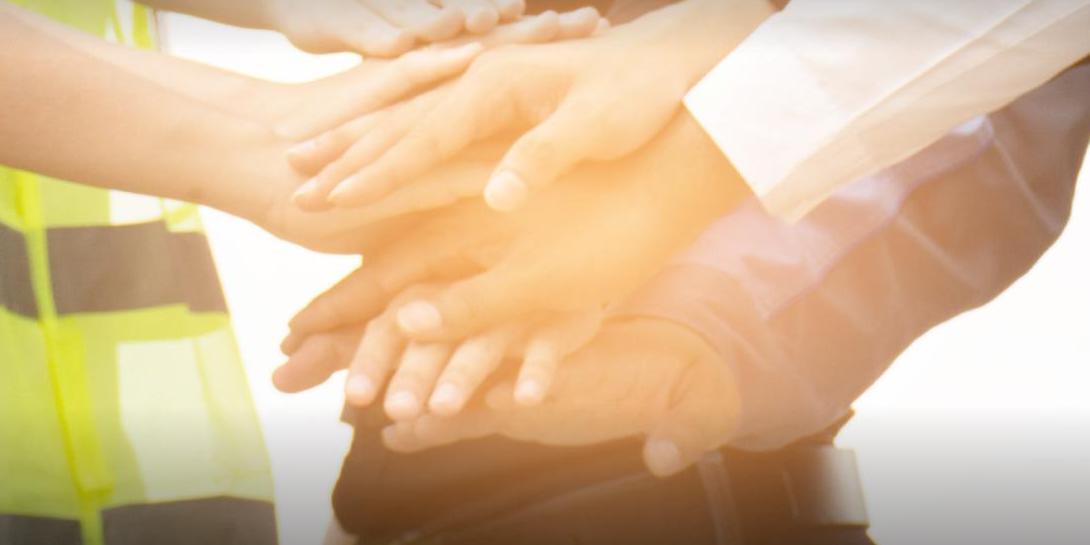 """Комиссаров рассказал о деятельности волонтеров и участников конкурса """"Лидеры России"""" в рамках акции """"#МыВместе"""""""
