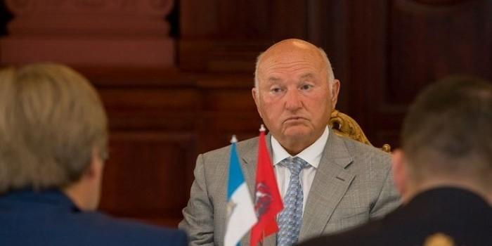 """Лужков назвал """"бредом"""" информацию о своей клинической смерти"""