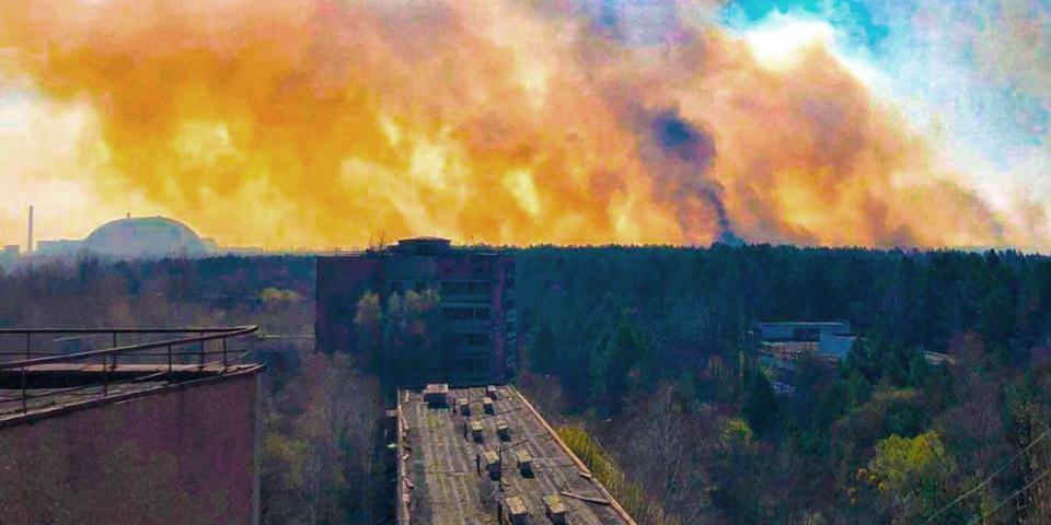В Чернобыльской зоне лесные пожары подошли к хранилищам с радиоактивными отходами