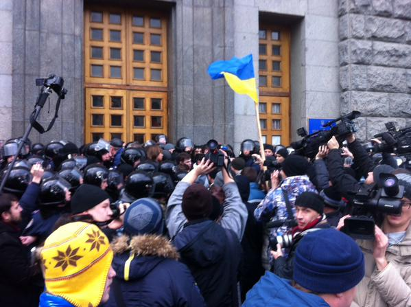 Штурм горсовета начался в Харькове