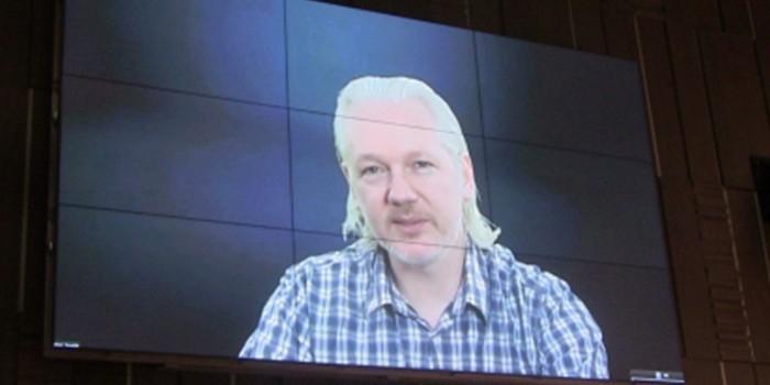 Ассанж поблагодарил Россию за помощь Сноудену