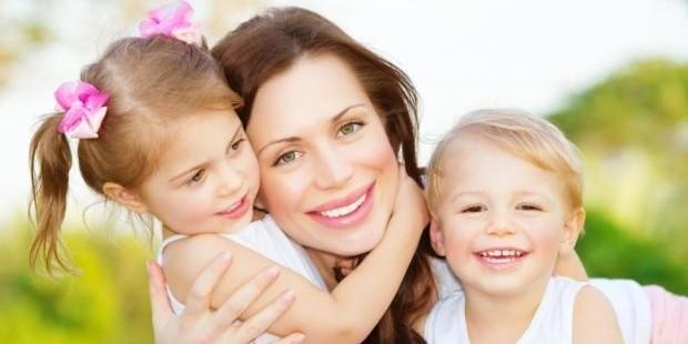 Минтруд предлагает поощрять женщин за рождение двоих детей до 30 лет