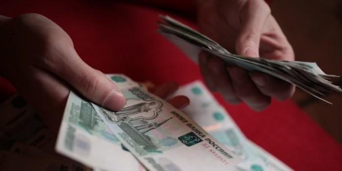 """""""Ведомости"""" узнали о планах правительства ограничить расчеты наличными"""