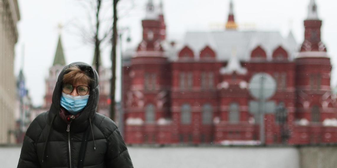 Собянин попросил пожилых москвичей оставаться дома из-за COVID-19
