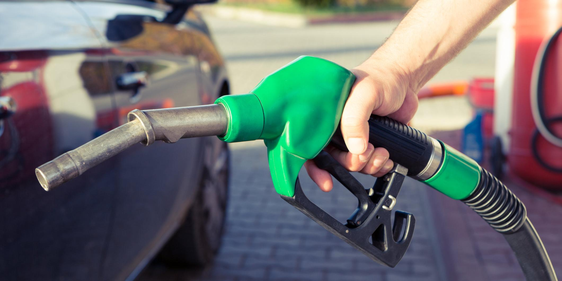 Правительство и нефтяники договорились о сдерживании цен на бензин с 1 мая