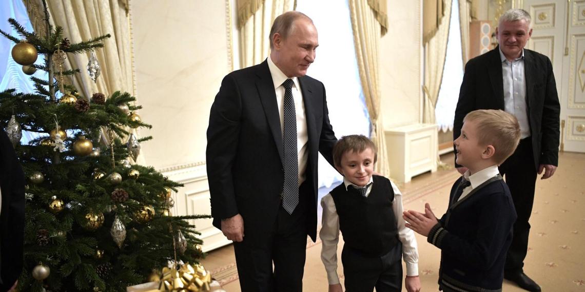 Путин встретился мальчиком, который мечтает увидеть Санкт-Петербург с высоты птичьего полёта