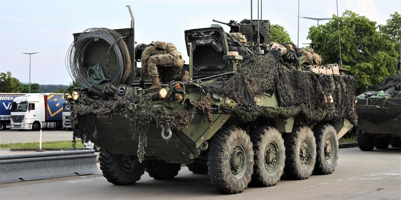 Американский БТР сломался по пути на учения НАТО и создал пробку в Чехии