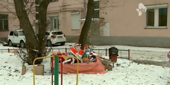 В Челябинске журналистов хотят уволить за сюжет о выброшенных елочных игрушках