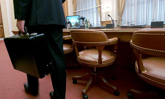 Владимир Путин отменил индексацию зарплат чиновникам