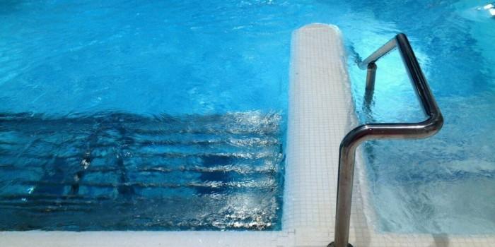 В Новосибирске семилетний ребенок застрял в бассейне аквапарка