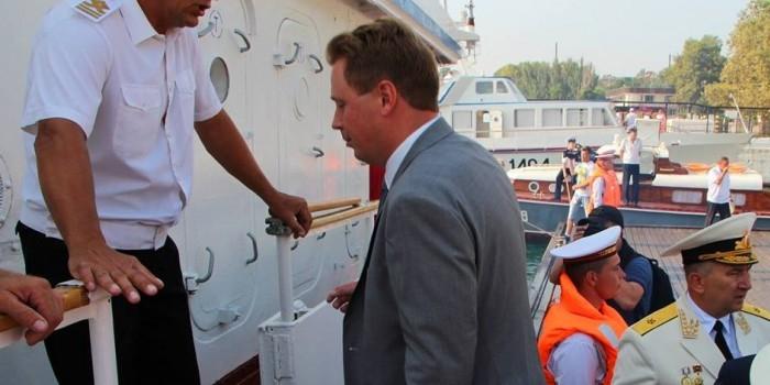 Нового губернатора Севастополя не хотели пускать на катер в день ВМФ