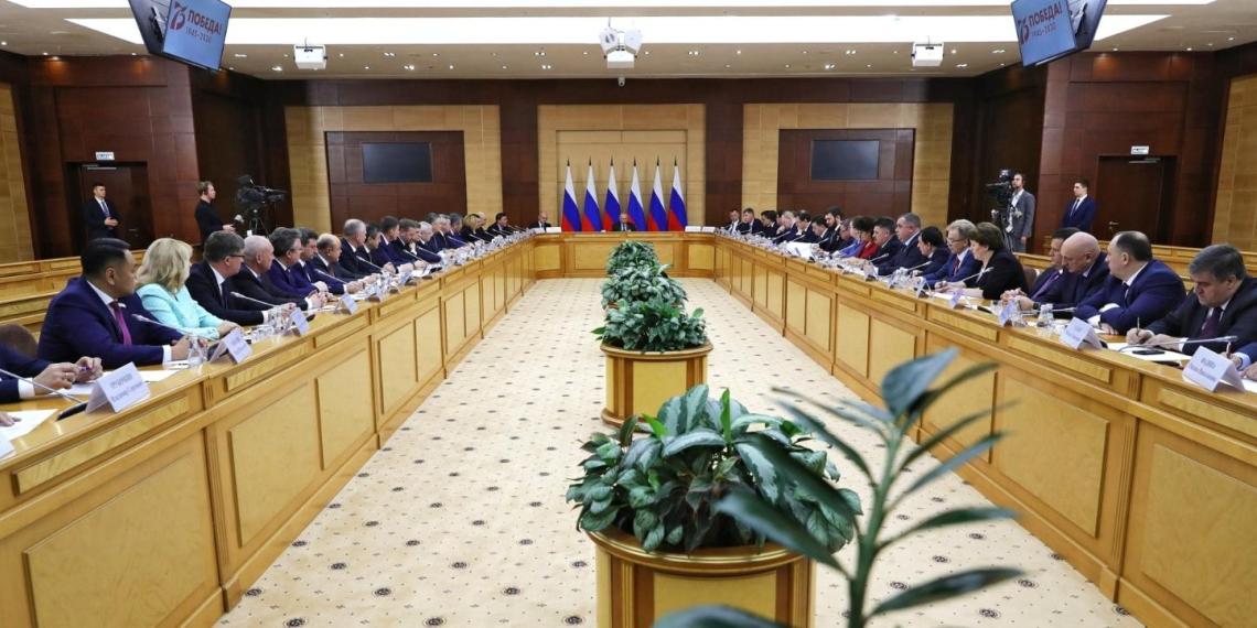 Путин: решение о подписании закона о поправке в Конституцию будет принято в зависимости от результата общероссийского голосования