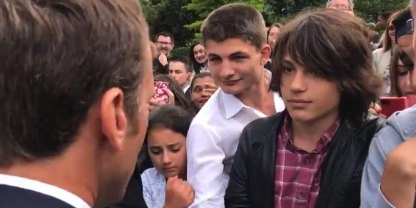 """Макрон потребовал от подростка обращаться к нему """"господин президент"""""""