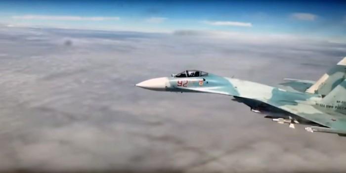 Опубликовано видео перехвата российским Су-27 американских бомбардировщиков