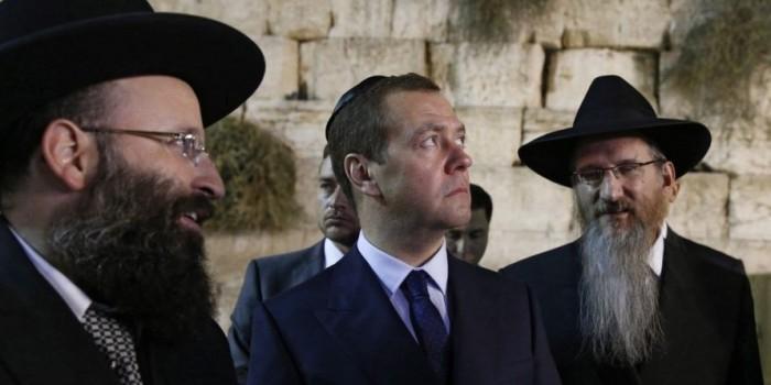 США потребовали от Израиля объяснений из-за подаренного Медведеву беспилотного вертолета