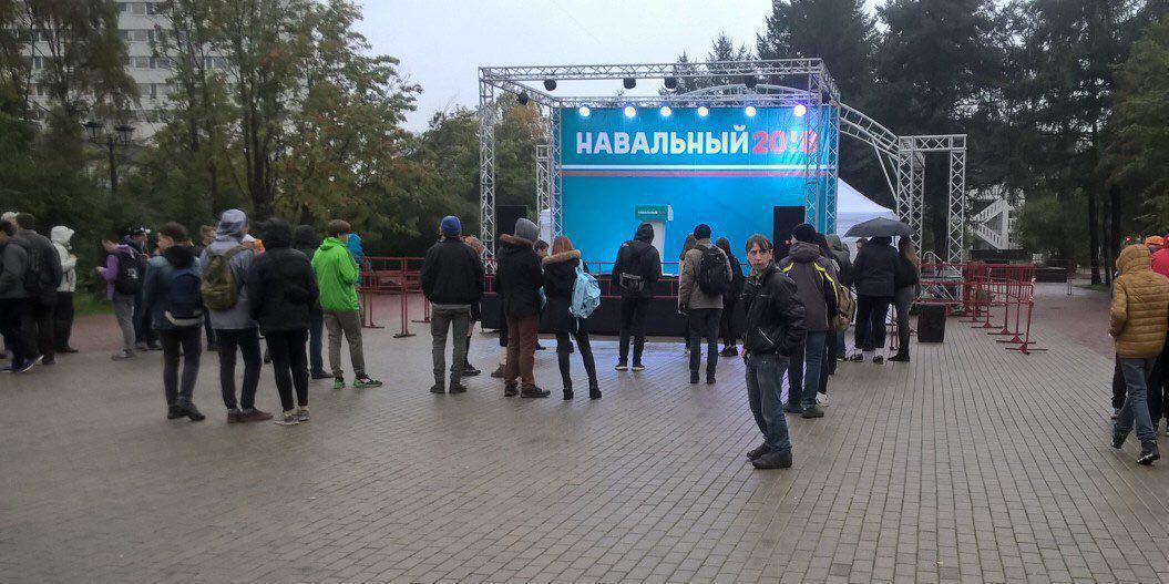 На встречу с Навальным в Мурманске пришло менее 500 человек