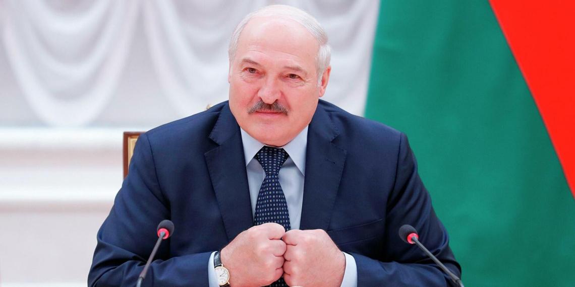 """Лукашенко """"почуял нутром"""" невидимую нефть в Белоруссии"""
