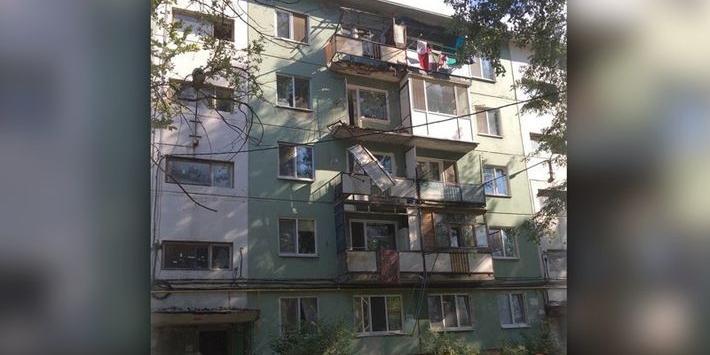 В Энгельсе мужчина погиб, доказывая коммунальщикам плохое состояние своего балкона