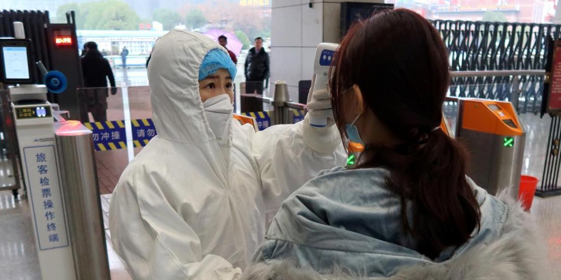 Число жертв китайского коронавируса превысило 100 человек