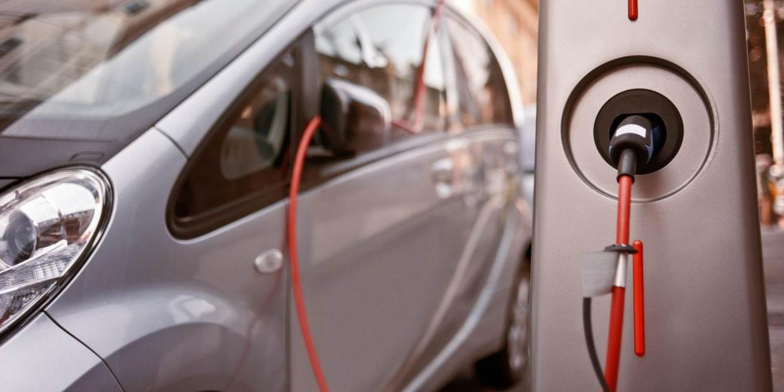 Электромобили могут вытеснить обычные машины к 2025 году