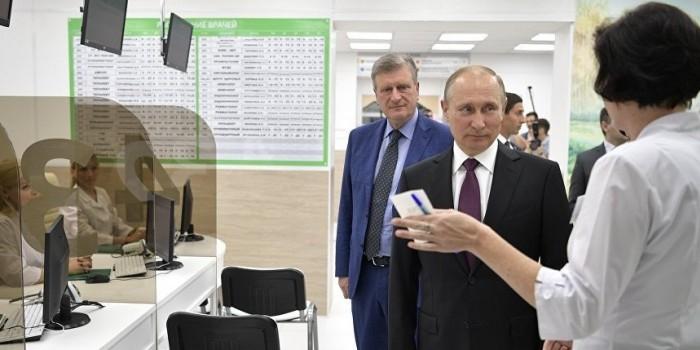 """Путин осмотрел """"Бережливую поликлинику"""" в Кирове"""