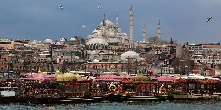 Турция запретила своим портам принимать корабли из Крыма