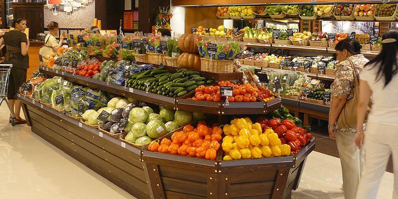 Аналитики назвали магазины, где продаются самые дешевые овощи и фрукты