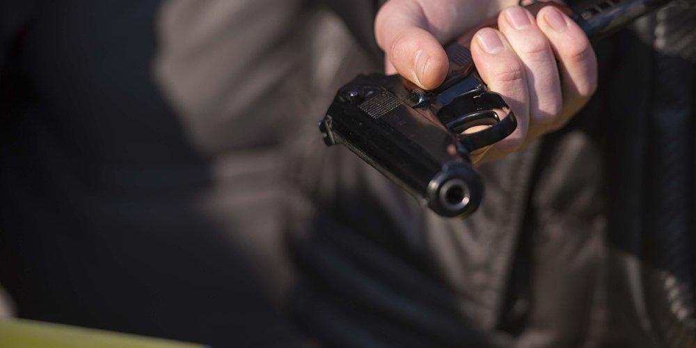 Дворник детсада с игрушечным пистолетом ограбил школьного повара