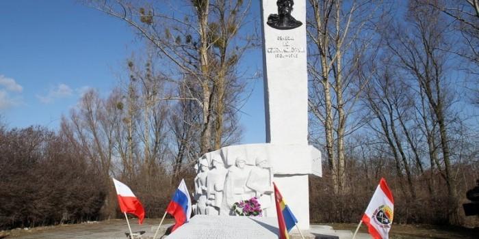 В Польше сносят памятник генералу Черняховскому