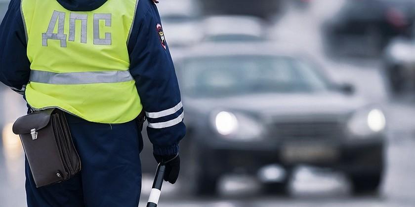 Mercedes российского депутата сбил полицейского