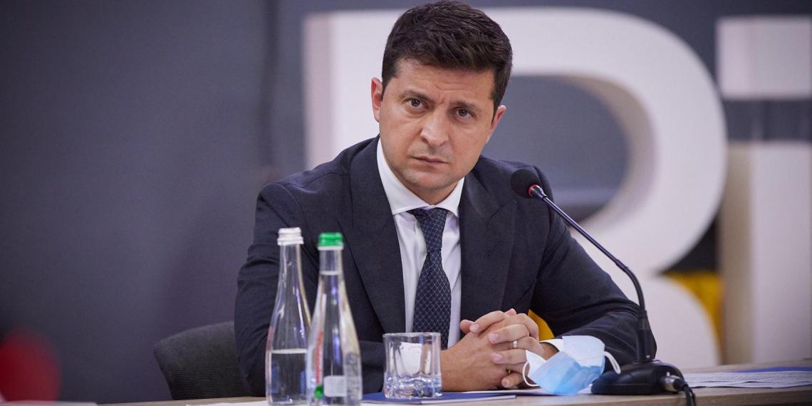 Зеленский резко отреагировал на применение российской вакцины Медведчуком