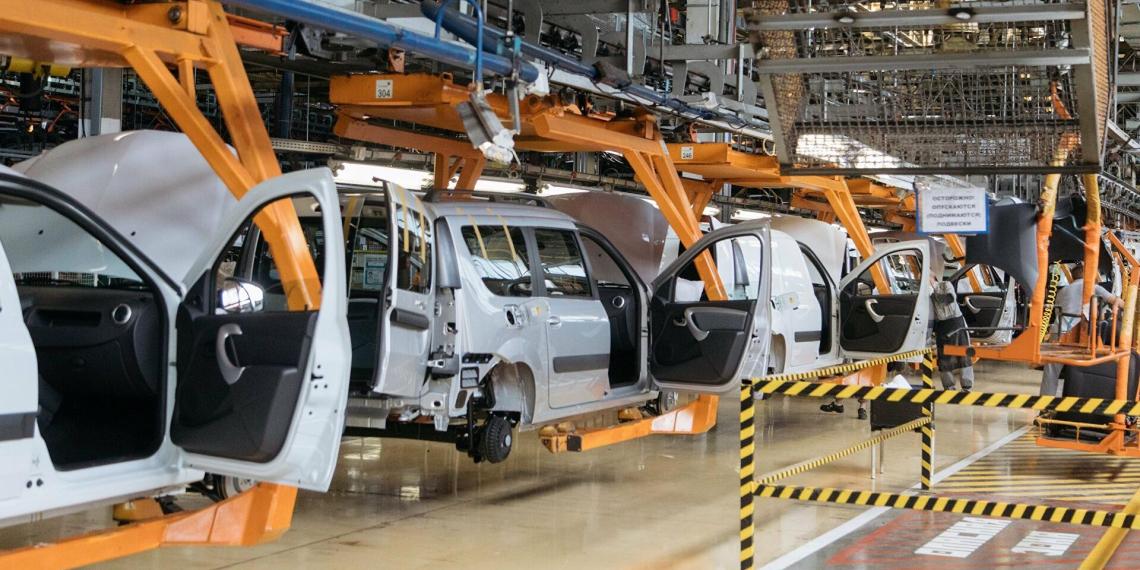 АвтоВАЗ приостановит конвейер из-за нехватки импортных комплектующих