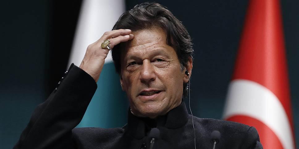 Премьер Пакистана привился китайской вакциной и заболел COVID-19