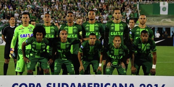 """В Колумбии разбился самолет с бразильской футбольной командой """"Шапекоэнсе"""""""