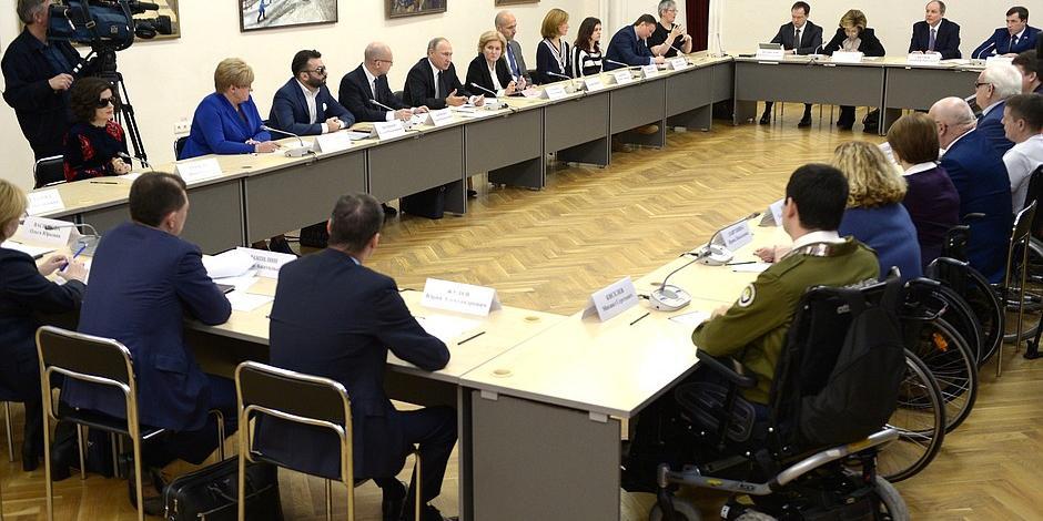 Путин потребовал обеспечения инвалидов всеми необходимыми возможностями для участия в выборах