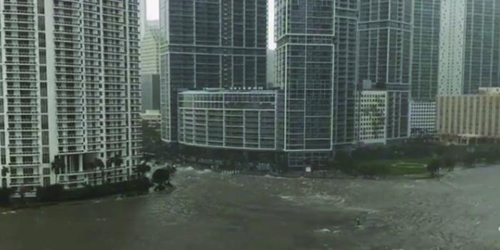 """Последствия урагана """"Ирма"""" во Флориде сняли на видео"""