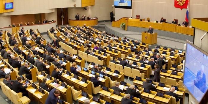 """В """"Единой России"""" считают, что голосование """"по доверенности"""" превратилось в Госдуме в профанацию"""