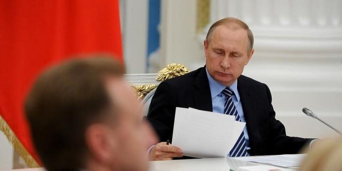 Путин предложил временно освободить от налогов самозанятых граждан
