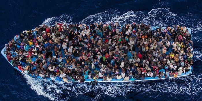 НКО обвинили в перевозе мигрантов в Европу под предлогом спасения утопающих