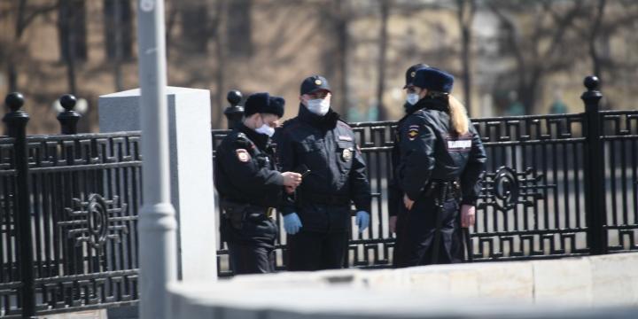 В Екатеринбурге полицейские составили протоколы на развозивших еду волонтеров