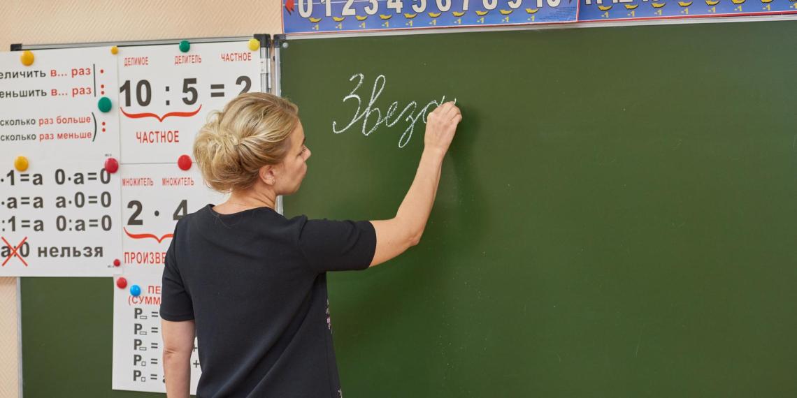Родителей хотят обязать платить за хамство школьников