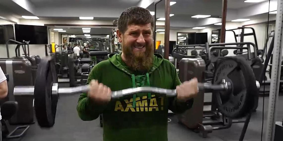 Кадыров показал жим штанги лежа