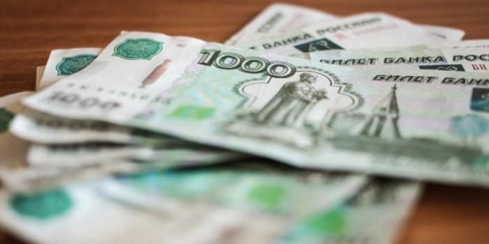 Аналитики ЦБ предупредили о риске падения зарплат от занижения курса рубля